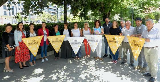 La Feria anual de Oportunidades del comercio local  peatonaliza las calles de Redondela