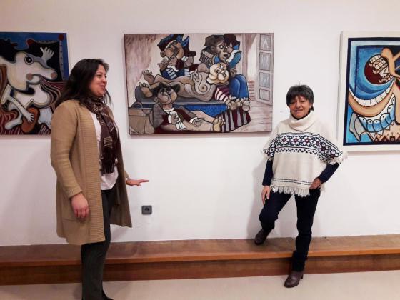 Exposición de la pintora Chelo Rielo en el Multiusos de la Junquera