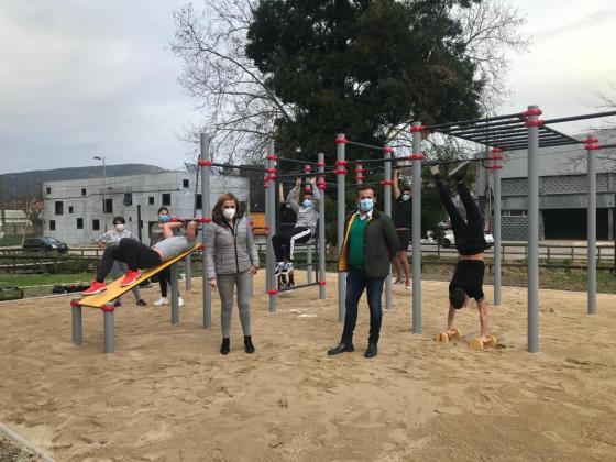 O Concello de Redondela xa conta co seu primeiro parque de calistenia  atendendo ás peticións da mocidade