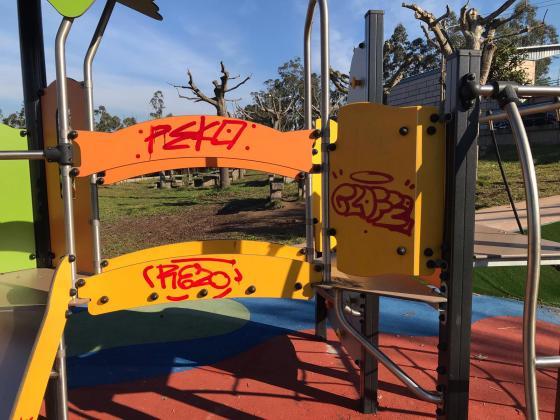 O Concello de Redondela pide a colaboración cidadá para rematar cos actos vandálicos contra os parques infantís e mobiliario urbano