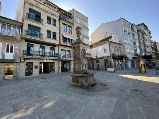 El Ayuntamiento mejora la accesibilidad de la Plaza de Santiago cómo primer paso a la recuperación de la fuente
