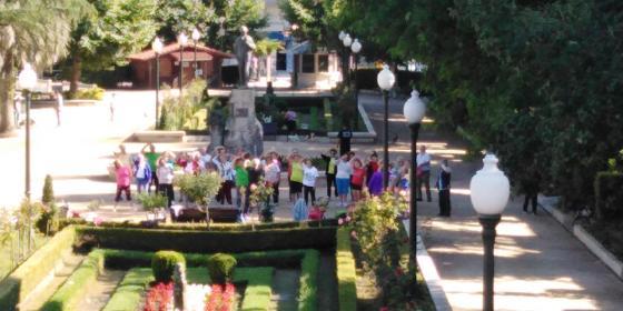 El Ayuntamiento convenida al vecindario a disfrutar de los beneficios de la práctica del  taichi en una actividad libre y gratuitamente