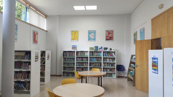 """A exposición """"Xela Arias e as palabras"""", do CEIP Porto Cabeiro, dende hoxe na Biblioteca Xela Arias de Chapela"""