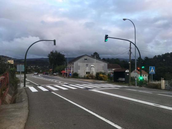 """El Ayuntamiento instala un semáforo en el entorno del CEIP de Cesantes """"dando respuesta a una demanda histórica del vecindario"""""""