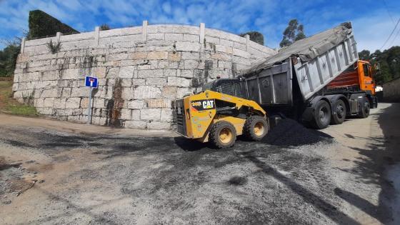 Iniciados los trabajos de acondicionamiento de los caminos del  Galleiro y La  Pelourenza en la parroquia del Viso