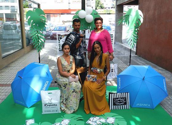 La moda toma la calle en redondela en la Noche tropical de compras