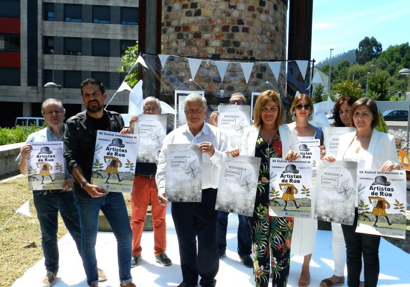 La noche más especial del año vuelve a Redondela el viernes 2 de agosto de la mano del Festival Internacional de Artistas de Rúa y la Noche Blanca de Compras