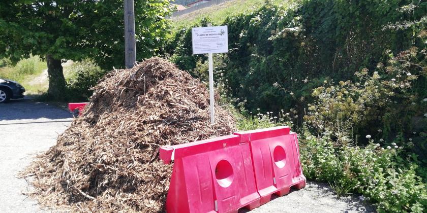 Consolídase o punto municipal de estruturante para a compostaxe na casa e habilítase outro en probas en Chapela