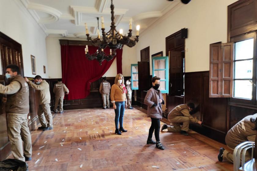 O antigo Salón de Plenos do Concello de Redondela recuperará o pasado esplendor e aspecto orixinal para ser utilizado como espazo multifunción