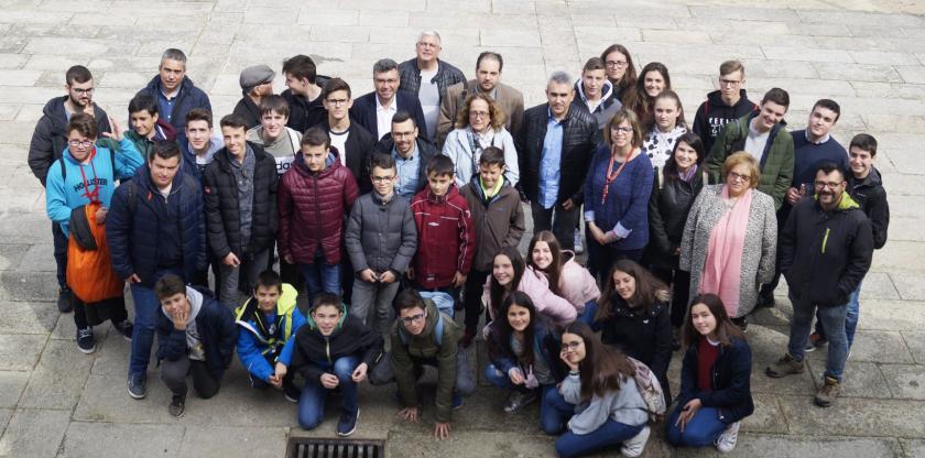 El alcalde de Redondela recibe a la Escuela de Música de Teruel, en su intercambio con el Conservatorio Municipal Víctor Ureña