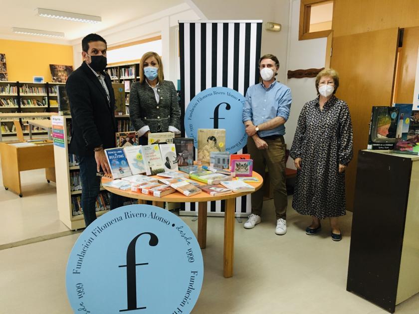 La Fundación Filomena Rivero Alonso dona libros por valor de 2.200 euros a la Biblioteca Municipal de Redondela