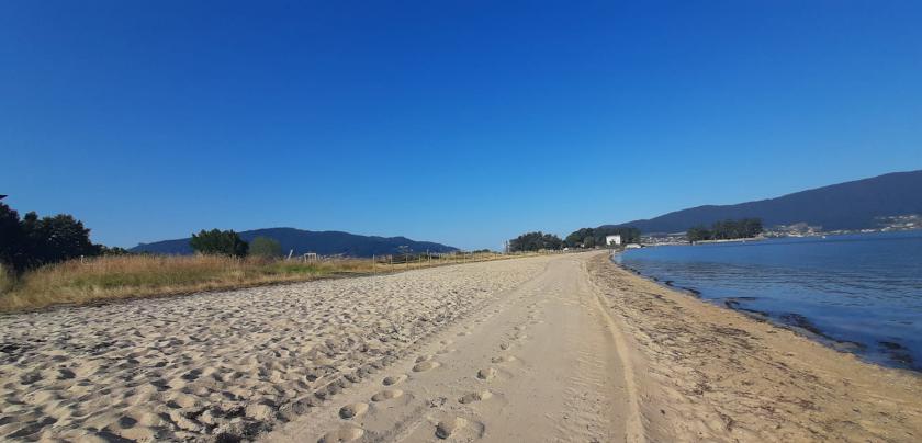 A Concellería de Medio Mariño, xestionada polo PSOE, asumirá a limpeza de praias o que queda de verán